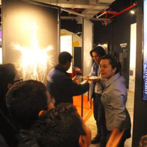 Fundación Telefónica realizó una exposición sobre Nikola Tesla, en lenguaje de señas